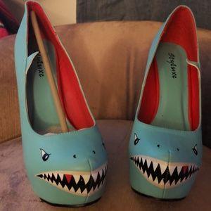 Shoes - Shark pumps